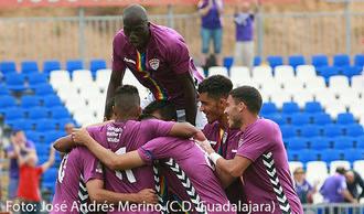 El Dépor consigue su primera victoria liguera con un golazo de Miguélez