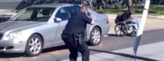 Tres policías disparan a un joven negro en silla de ruedas en EE.UU.