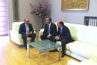 José Manuel Latre recibe al delegado del Gobierno en Castilla-La Mancha