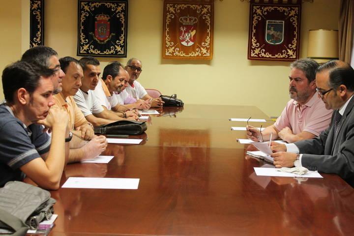 El delegado del Gobierno en Castilla-La Mancha recibe a representantes del comité de empresa de Elcogás