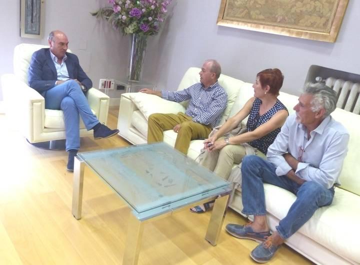 Latre escucha las demandas de los alcaldes de Olmeda de Cobeta, Fuentelencina y Escariche