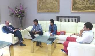 José Manuel Latre muestra su compromiso con el sector artesano y traslada el apoyo de la Diputación