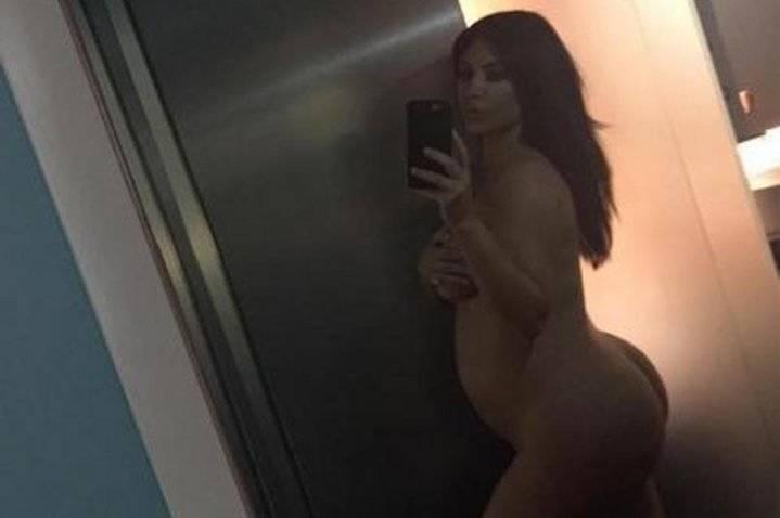 Kim Kardashian acaba de publicar una fotografía completamente desnuda frente a un espejo