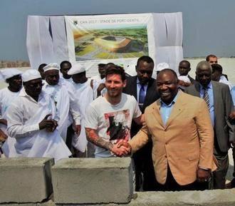 Messi la lía en Gabón :