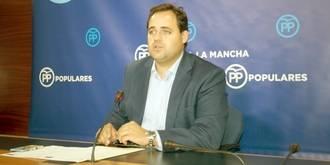 ¿Malos modos o cobardía? Page da con la puerta en las narices -literalmente- al presidente de la Diputación de Cuenca