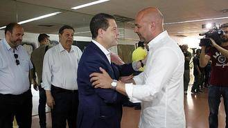 Page tiene problemas con su socio de Podemos que le acusa de