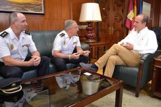 Alberto Rojo se reúne con el jefe de la Comisaría del Cuerpo Nacional de Policía