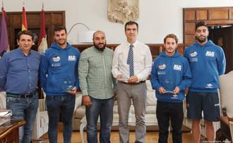 El alcalde de Guadalajara recibe al Club Alcarreño de Salvamento y Socorrismo, campeón de Europa