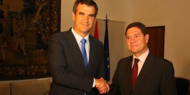 """Román le habla a Page de """"lealtad institucional"""" en su primer encuentro oficial"""