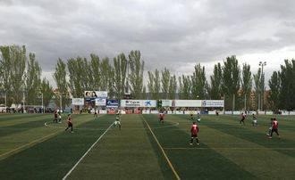 El Azuqueca se lleva el derbi ante el Marchamalo y sigue líder en Tercera División