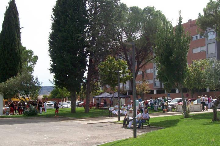 Las peñas públicas de Azuqueca celebran una comida de hermandad en el parque de La Constitución