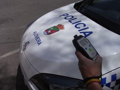 Un conductor circulaba por Alovera con una tasa de alcoholemia tres veces superior a la permitida