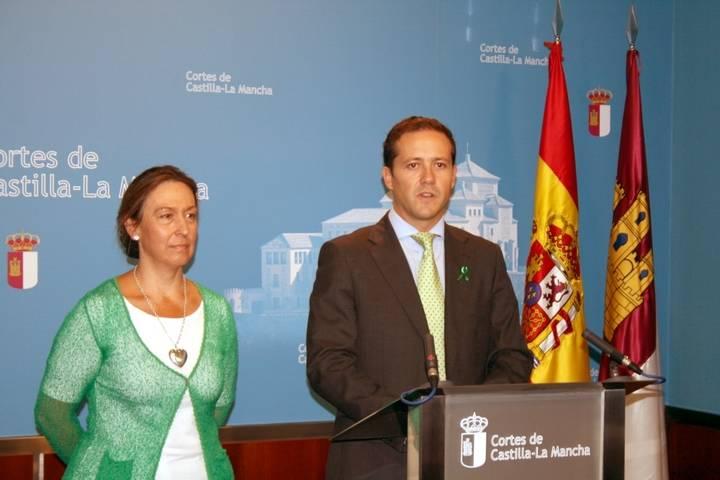 """Guarinos lamenta """"la cobardía de Page dando la espalda a los castellano-manchegos"""" con el convenio sanitario"""