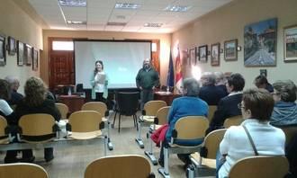 Los Servicios Sociales y Cáritas Parroquial explican a los vecinos de Jadraque el problema sirio