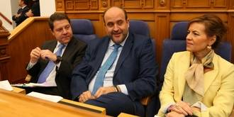 El PSOE de Page vuelve a negarse en las Cortes a quitarle los privilegios a José Bono