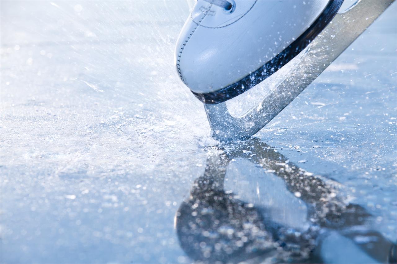 El jueves, exhibición de patinaje en la pista de hielo de la Plaza ...