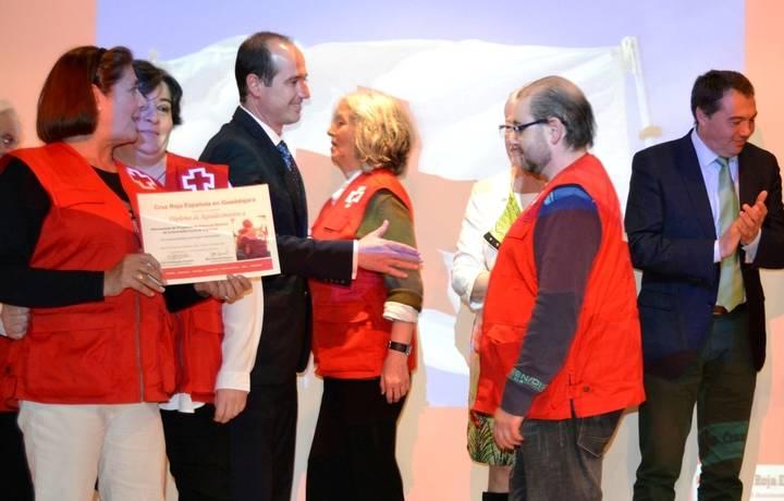 Alberto Rojo transmite a Cruz Roja la felicitación y el reconocimiento del Gobierno regional por su labor