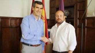 Román atiende al portavoz de Ciudadanos por una crisis de ansiedad en el Pleno