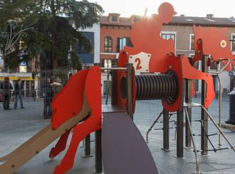 El Ayuntamiento sigue mejorando y aumentando los juegos infantiles de la capital
