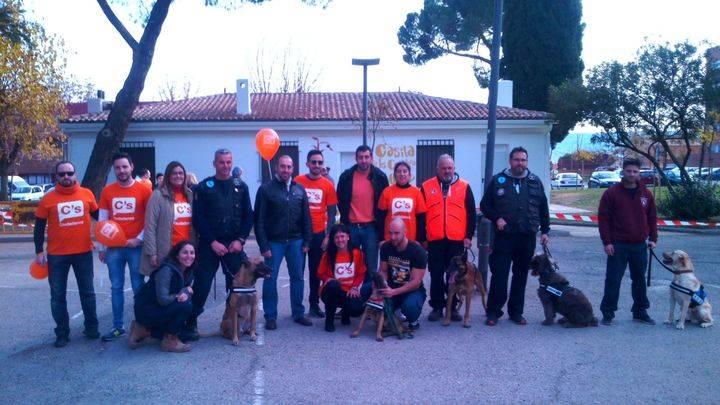 Ciudadanos Azuqueca muestra la importante labor de las Unidades Caninas en una Exhibición Solidaria