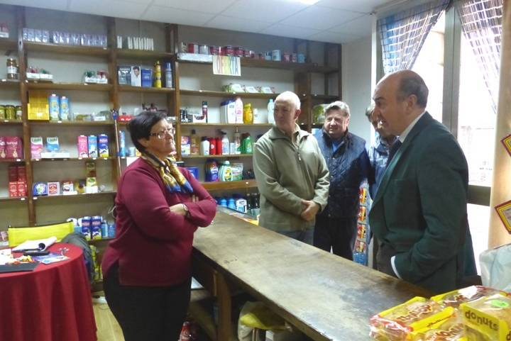 Latre destaca la importancia de las ayudas de Diputación para el mantenimiento del comercio rural