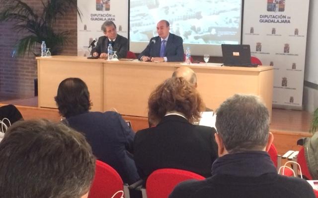 El presidente de Diputación inaugura la conferencia 'Universidad en época contemporánea' del I Seminario Internacional de Historia