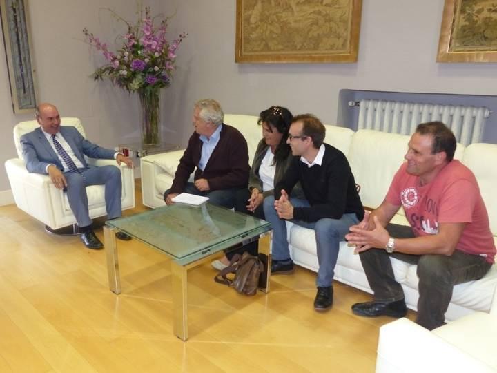El presidente de la Diputación se reúne con los alcaldes de Albares, San Andrés del Congosto, Alovera y Cifuentes