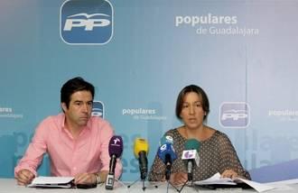 Guarinos y Robisco pedirán explicaciones en el parlamento regional sobre los problemas que sufren los vecinos de Yebes- Valdeluz