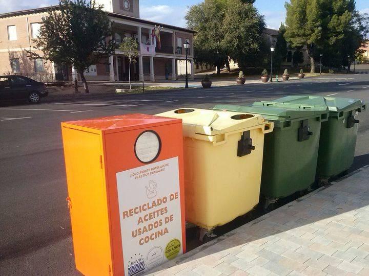 Villanueva de la Torre instala nuevos contenedores para recoger y reciclar el aceite doméstico