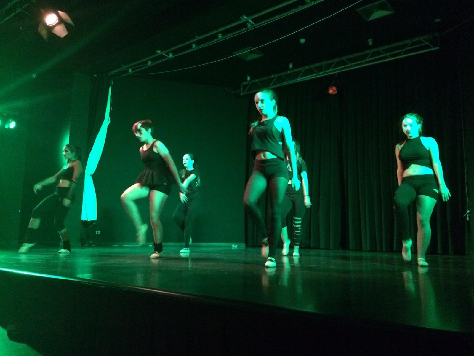 3fec74e27576 Arte, baile y gran poderío de la Escuela Municipal de Danza de Alovera en  la Semana de la Infancia