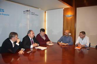 PP y Podemos se reúnen para analizar la actualidad parlamentaria de la región