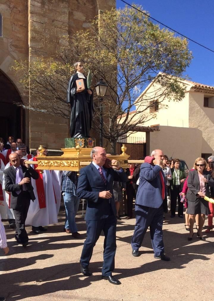 El presidente de la Diputación anima a los vecinos de El Pedregal a seguir conservando sus tradiciones