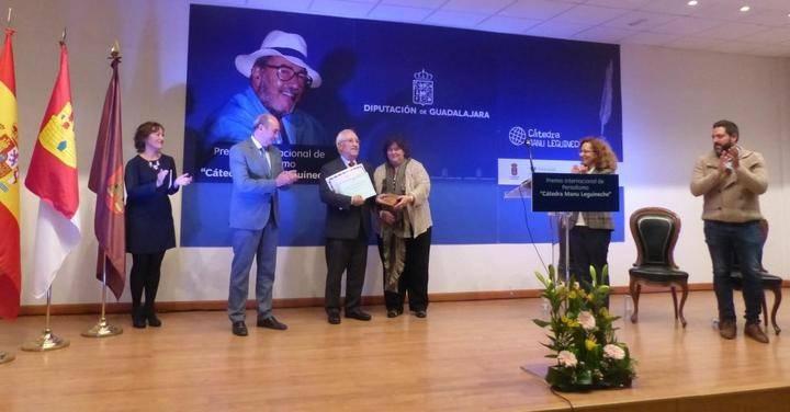 Latre resalta los valores del periodismo que encarna la figura de Manu Leguineche