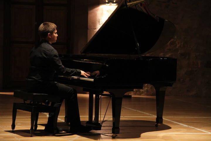 El joven pianista Marín Rayo le dio un musical comienzo a la Navidad de Sigüenza