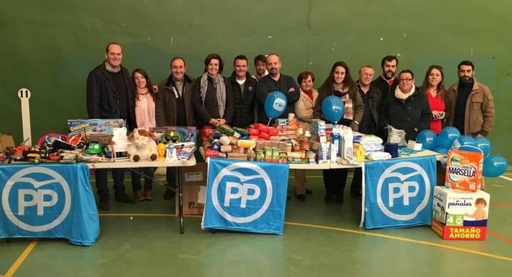 Alovera se vuelca con la campaña solidaria promovida por el PP para que la Navidad llegue a todos los hogares
