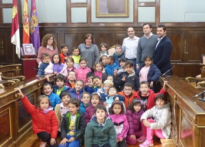 Dos grupos de escolares del Colegio Río Henares visitan el Palacio Provincial