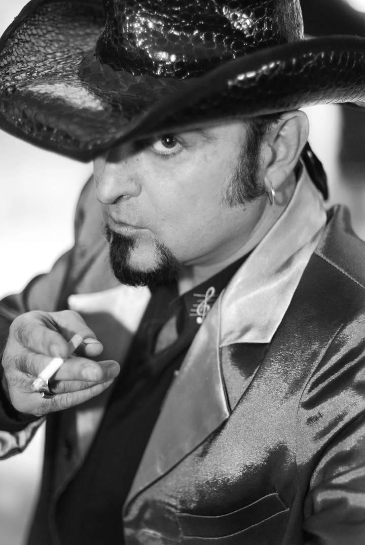 Carlos Segarra+Black Country, intimidad este jueves en el TYCE