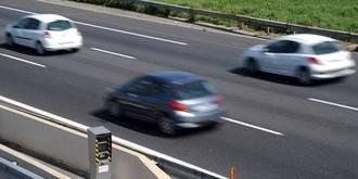 ATENCIÓN: Retenciones de 5 kilómetros por el incendio de un coche en la A 2 a la altura de Azuqueca