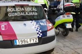 Detienen en las calles de Guadalajara a dos personas por beber más de la cuenta y a uno de ellos por resistencia a la autoridad