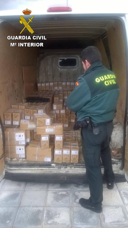 La Guardia Civil detiene en Guadalajara a una persona por robar 1.130 móviles