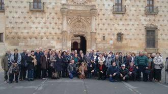 Asociaciones culturales de Zaragoza visitan Guadalajara para conocer su patrimonio histórico artístico
