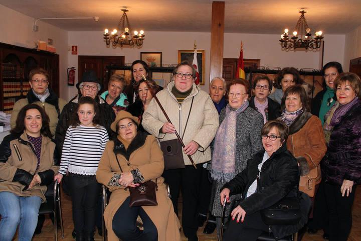 Cesión del bastón de mando en Almonacid de Zorita en la celebración de las Águedas