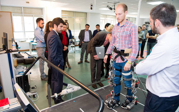 El Hospital Nacional de Parapléjicos, volcado en la investigación de tecnologías emergentes para el desarrollo de exoesqueletos