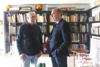 Latre se reúne con Camilo José Cela Conde para hacerle partícipe de los actos de la Diputación