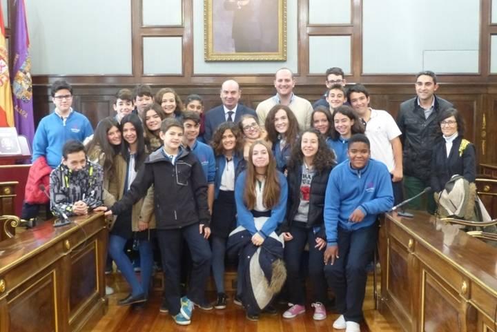 Dos grupos de escolares del colegio Maristas conocen el Palacio Provincial