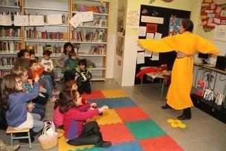 La Biblioteca de Quer llenó de cultura el ocio infantil navideño