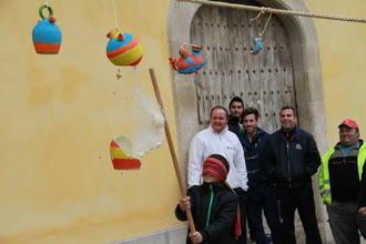 Pareja empieza su carnaval con el 'Jueves Lardero'