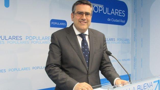 """El PP denuncia que Page continúa en 2016 """"su política de enchufes a sus más allegados sin complejos ni vergüenzas"""""""