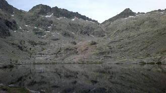 Un montañero de 54 años de Guadalajara fallece tras caerse de una altura de 100 metros en el Pico Almanzor