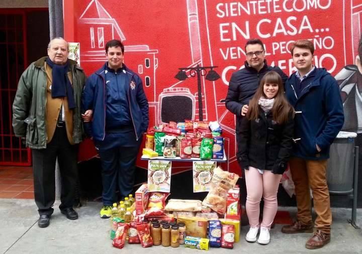 Populares solidarios entregó más de 200 Kg de alimentos a Cáritas El Casar